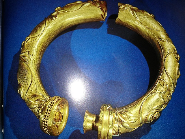 gold-collar-ireland.jpg?1370079812680